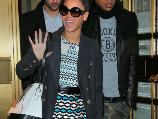 Beyonce takes her Diane von Furstenberg bag out Christmas shopping