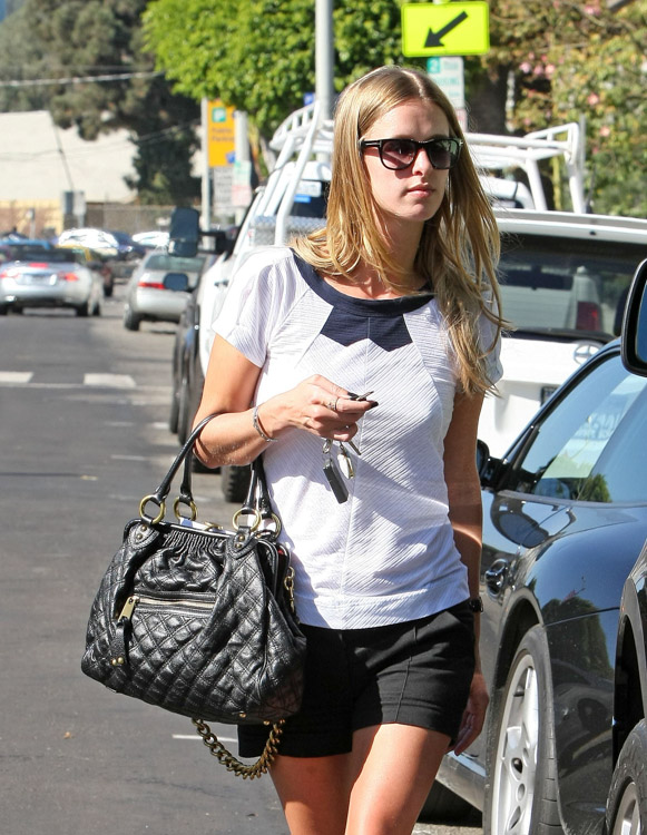The Many Bags of Nicky Hilton-15