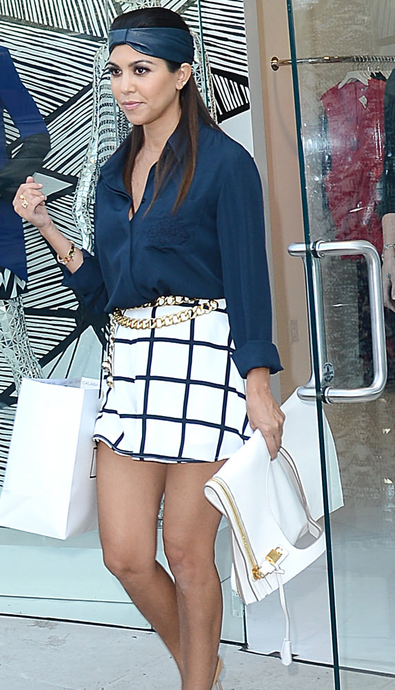 Kourtney Kardashian and Kourtney Kardashian leave the Dash store