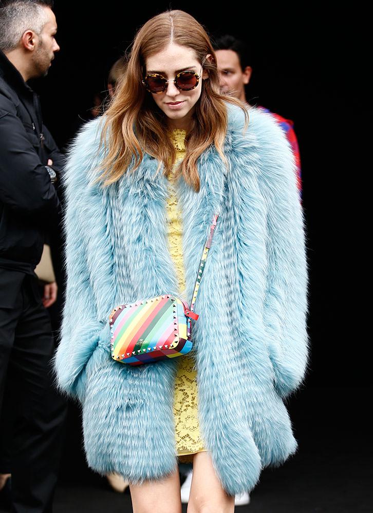 Chiara-Ferragni-Valentino-1973-Rockstud-Rainbow-Bag