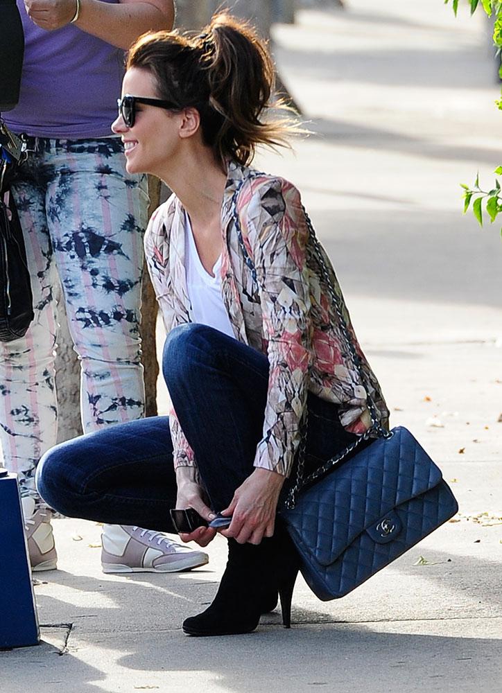 Kate-Beckinsale-Chanel-Classic-Flap-Bag-Dark-Blue