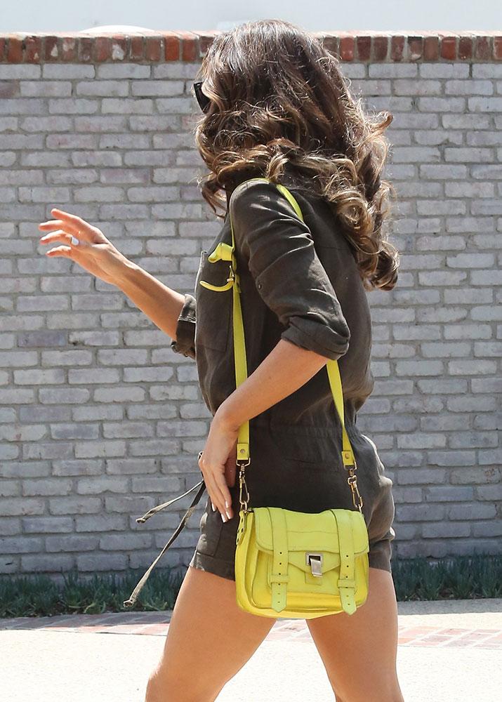Kate-Beckinsale-Proenza-Schouler-PS1-Pouch-Bag