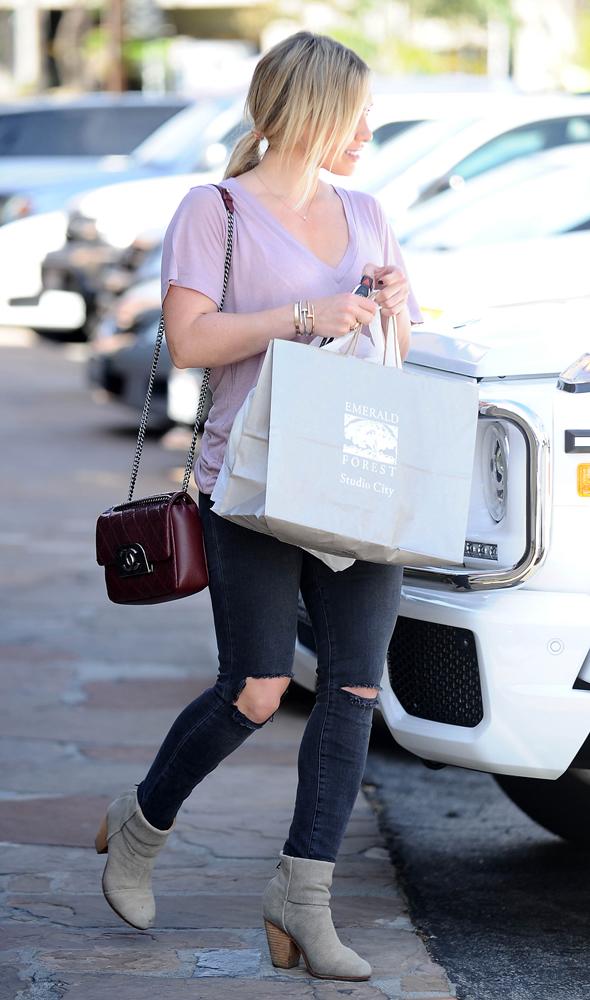Hilary-Duff-Chanel-Flap-Bag-1