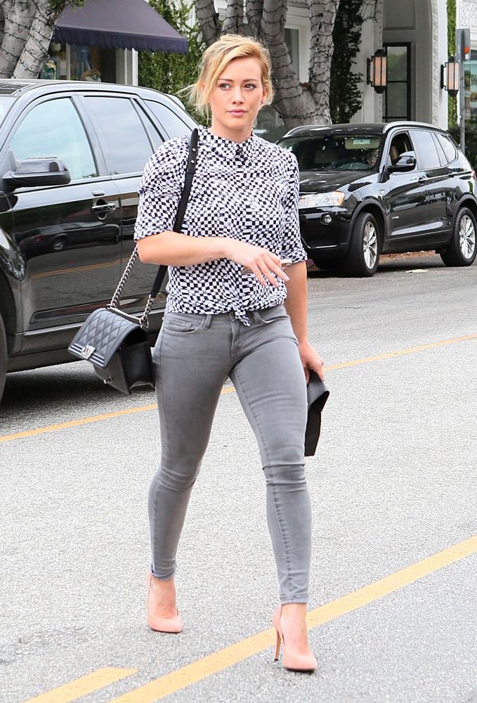 Hilary-Duff-Chanel-Flap-Bags-19
