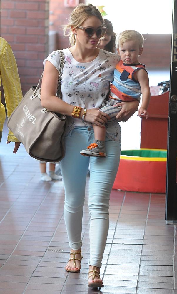 Hilary-Duff-Chanel-Flap-Bags-30