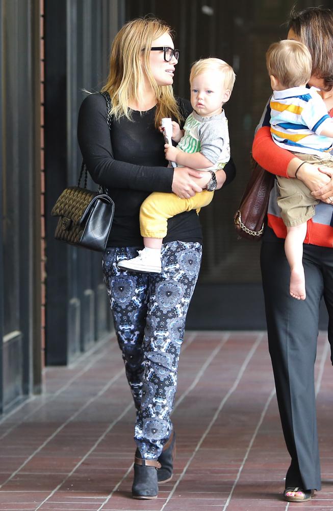 Hilary-Duff-Chanel-Flap-Bags-33