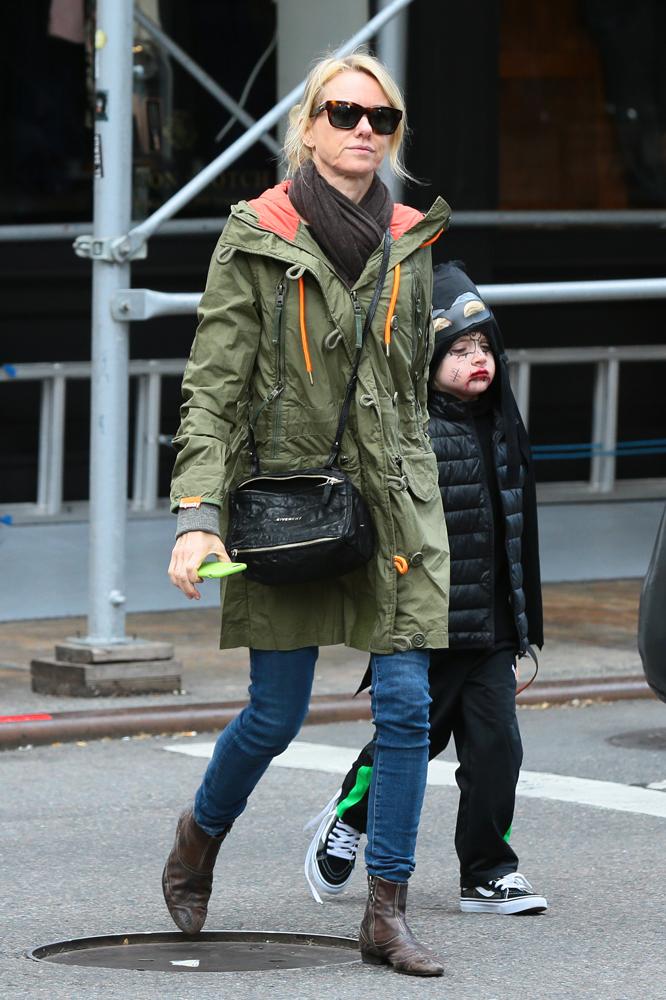 Naomi-Watts-Givenchy-Mini-Pandora-Bag-1