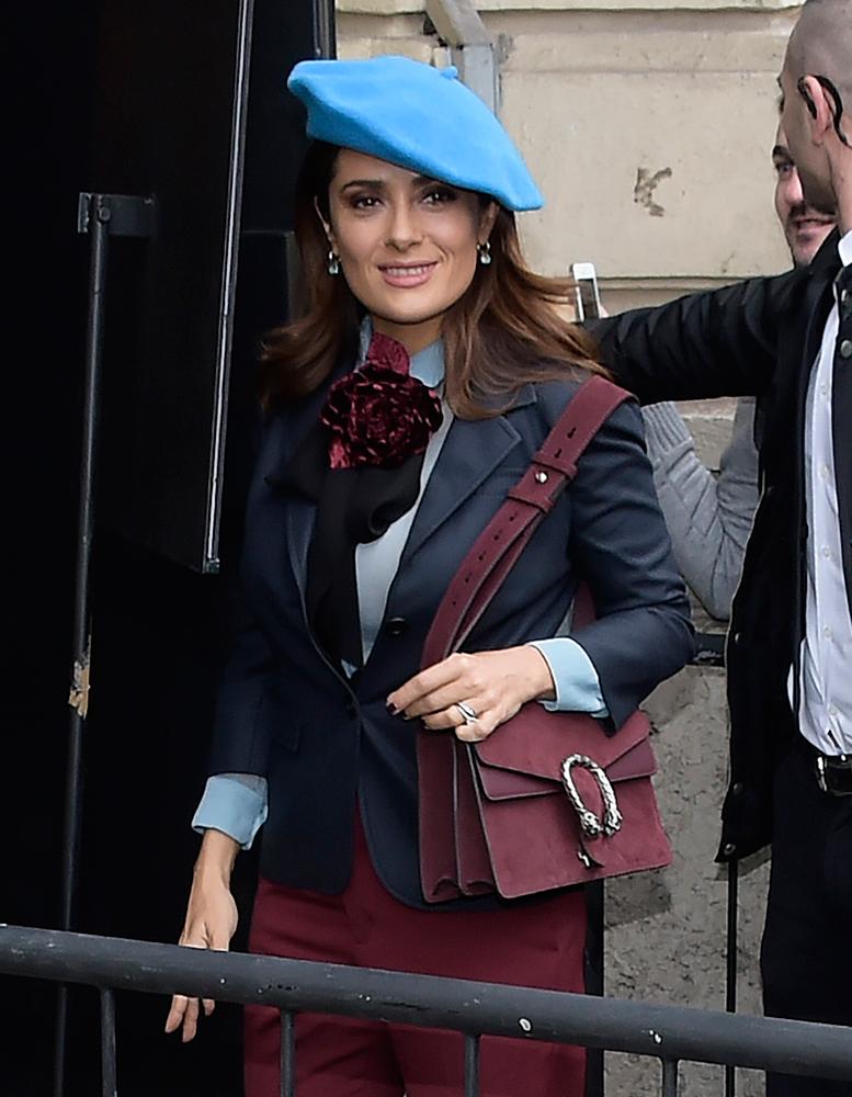 Salma-Hayek-Gucci-Dionysus-Suede-Shoulder-Bag
