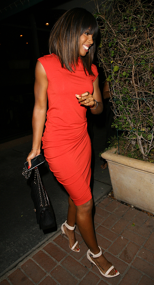 Kelly-Rowland-Chanel-Bags-16