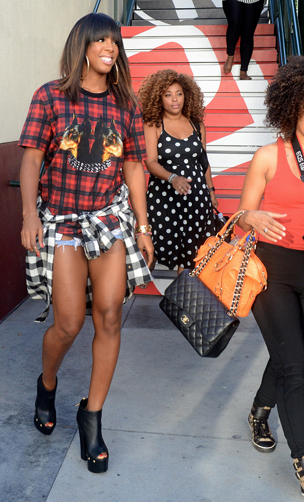 Kelly-Rowland-Chanel-Bags-17