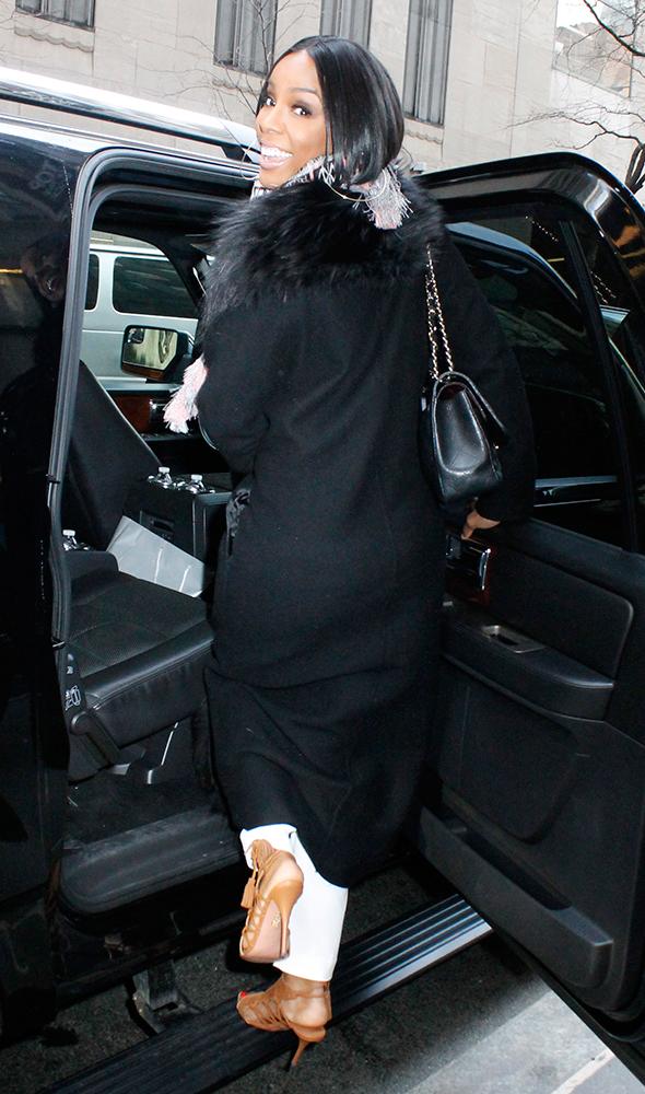 Kelly-Rowland-Chanel-Bags-9